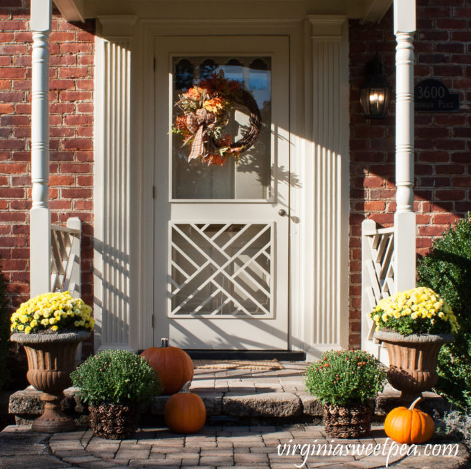 Front Porch Decorated for Fall #fall #fallporch #fallporchdecor #falloutdoors