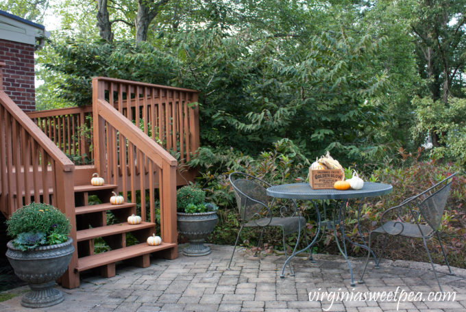Fall Decorating Outdoors - Fall Porch Decor #fall #falldecor #falloutdoors #fallporch