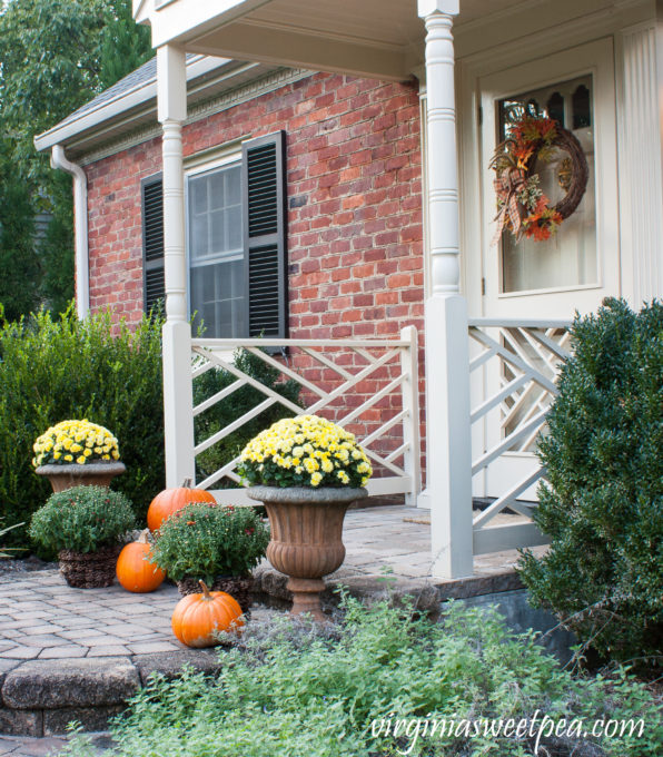 Fall Front Porch Decorated for Fall #fall #fallporch #falloutdoors
