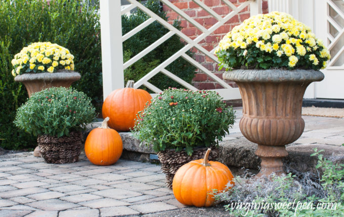 Fall Porch Decor #fall #falldecor #falloutdoors #fallporch