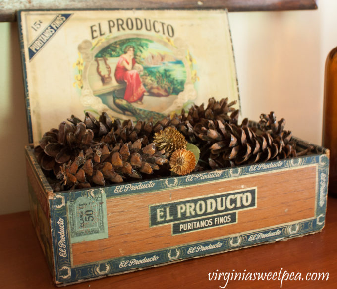 El Producto Cigar Box used in a Fall Vignette