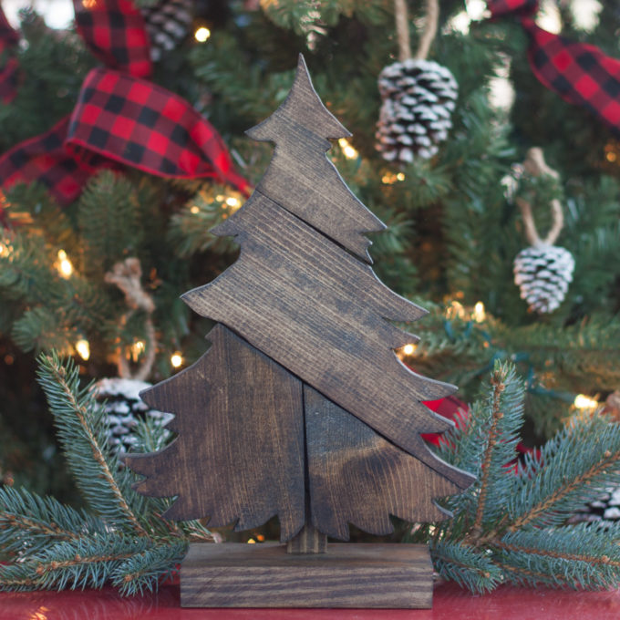 DIY Patchwork Wood Christmas Tree - Make this tree using scrap wood and customize with stain color. This project makes a great gift! #christmas #woodworking #christmasdecoration #christmascraft #DIYChristmas