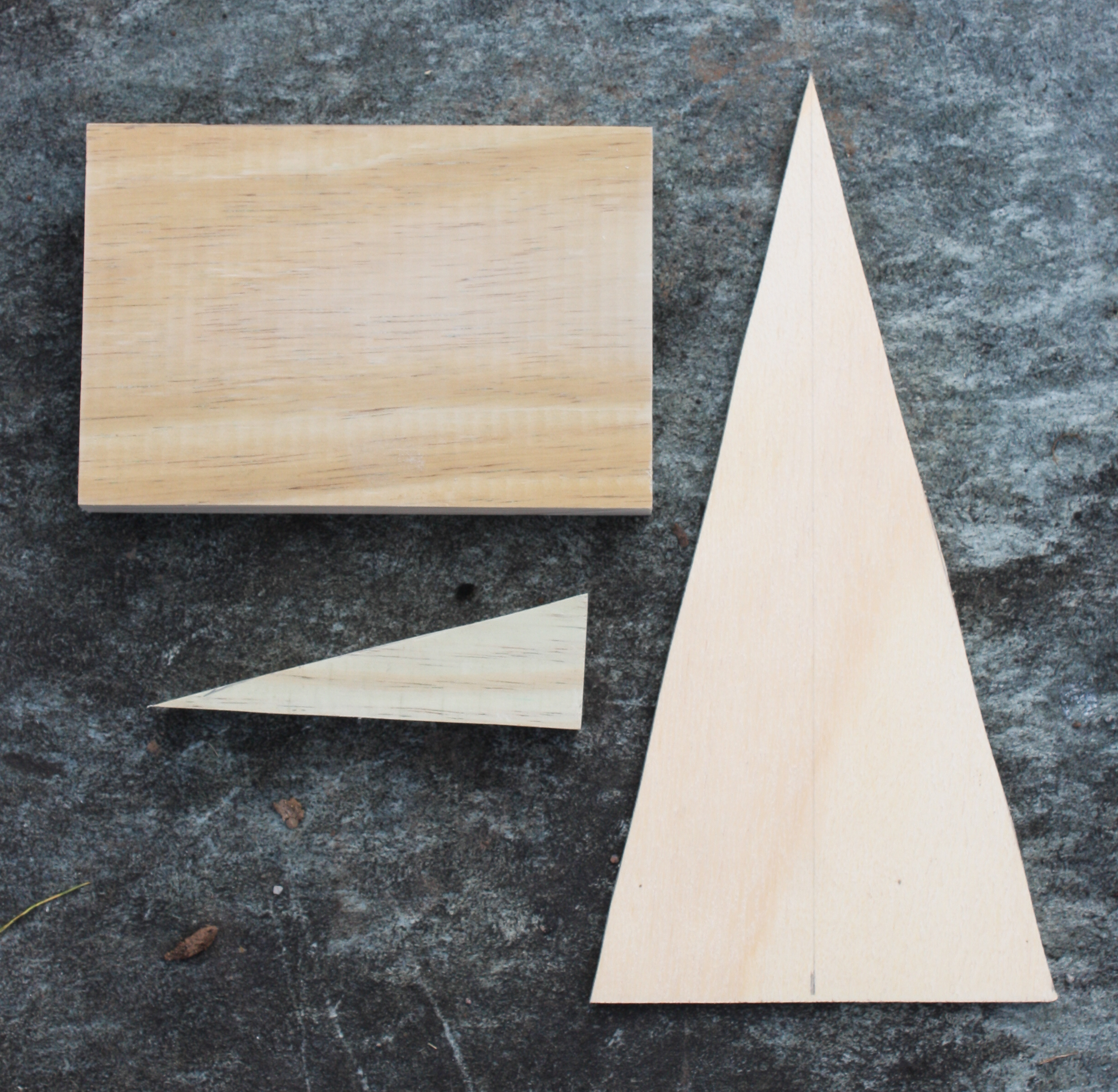 How to Make a Patchwork Wood Christmas Tree - Follow the step-by-step tutorial to make your own.