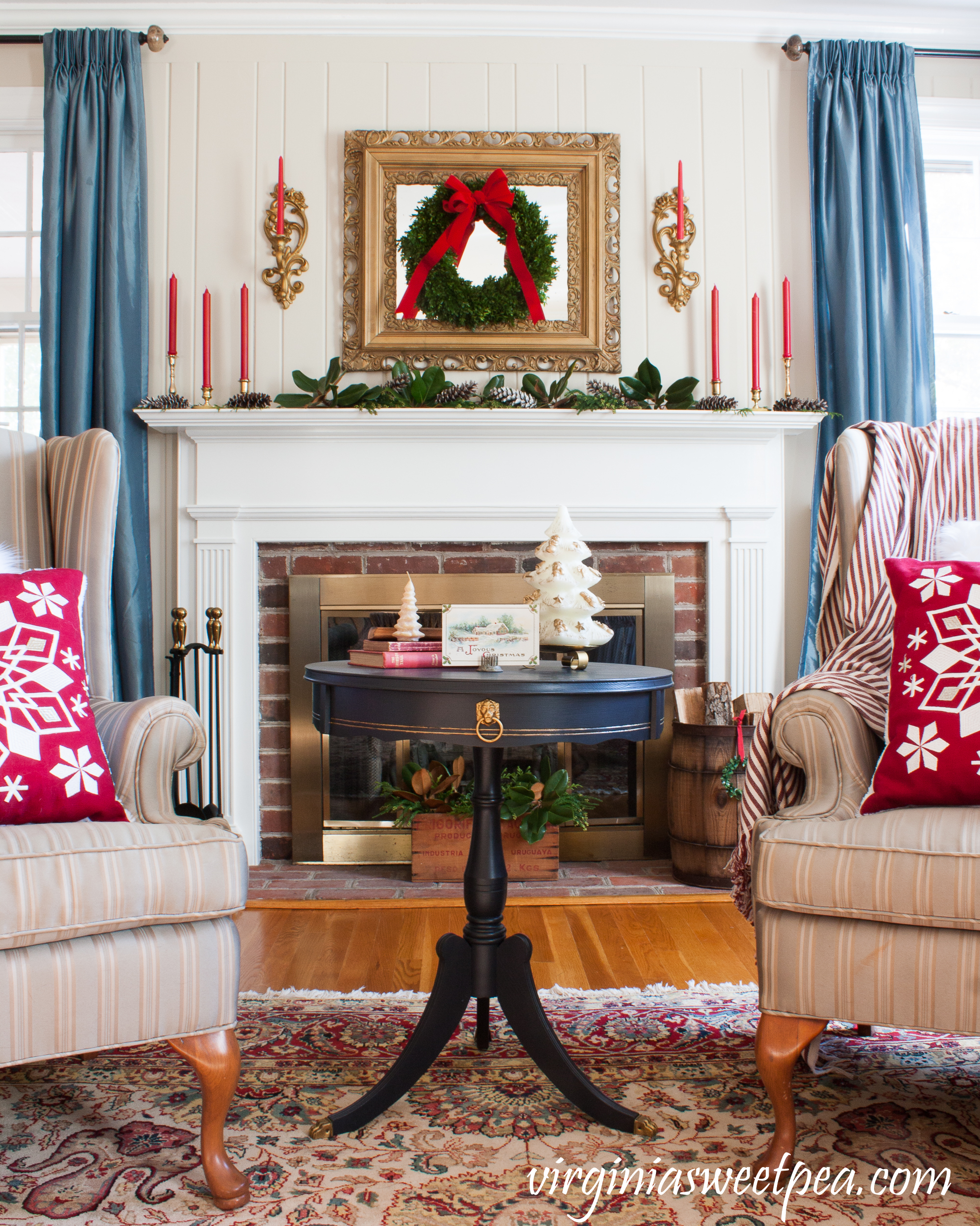 Christmas Tour of a home decorated for Christmas in a traditional southern style. #christmas #christmasdecor #christmasdecorations #vintagechristmas
