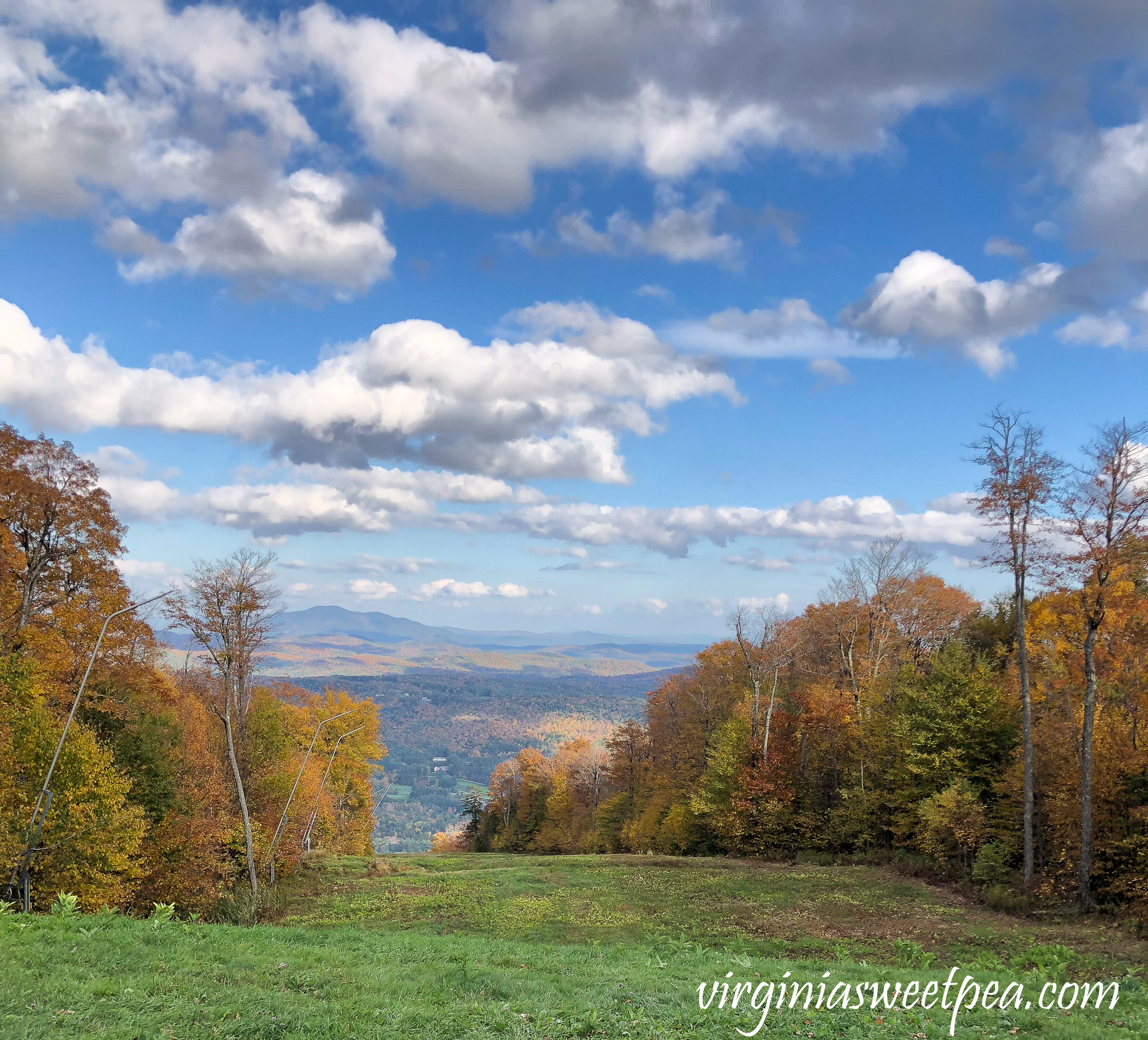 Leaf peeping in Vermont - View from the top of Okemo Mountain #vermont #fallinvermont #okemo #ludlow