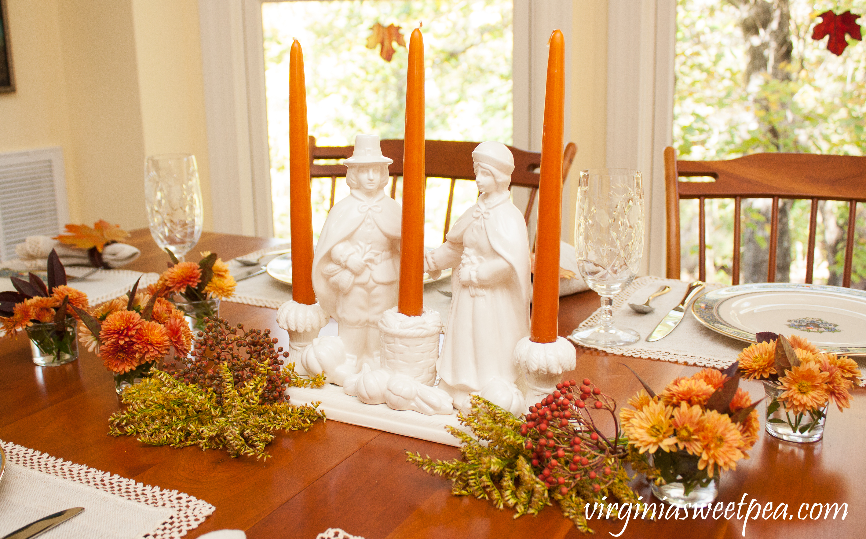 We Gather Together Thanksgiving Table - Get ideas for setting your table for Thanksgiving from 20+ bloggers. #thanksgivingcenterpiece #thanksgiving #vintagepilgrims