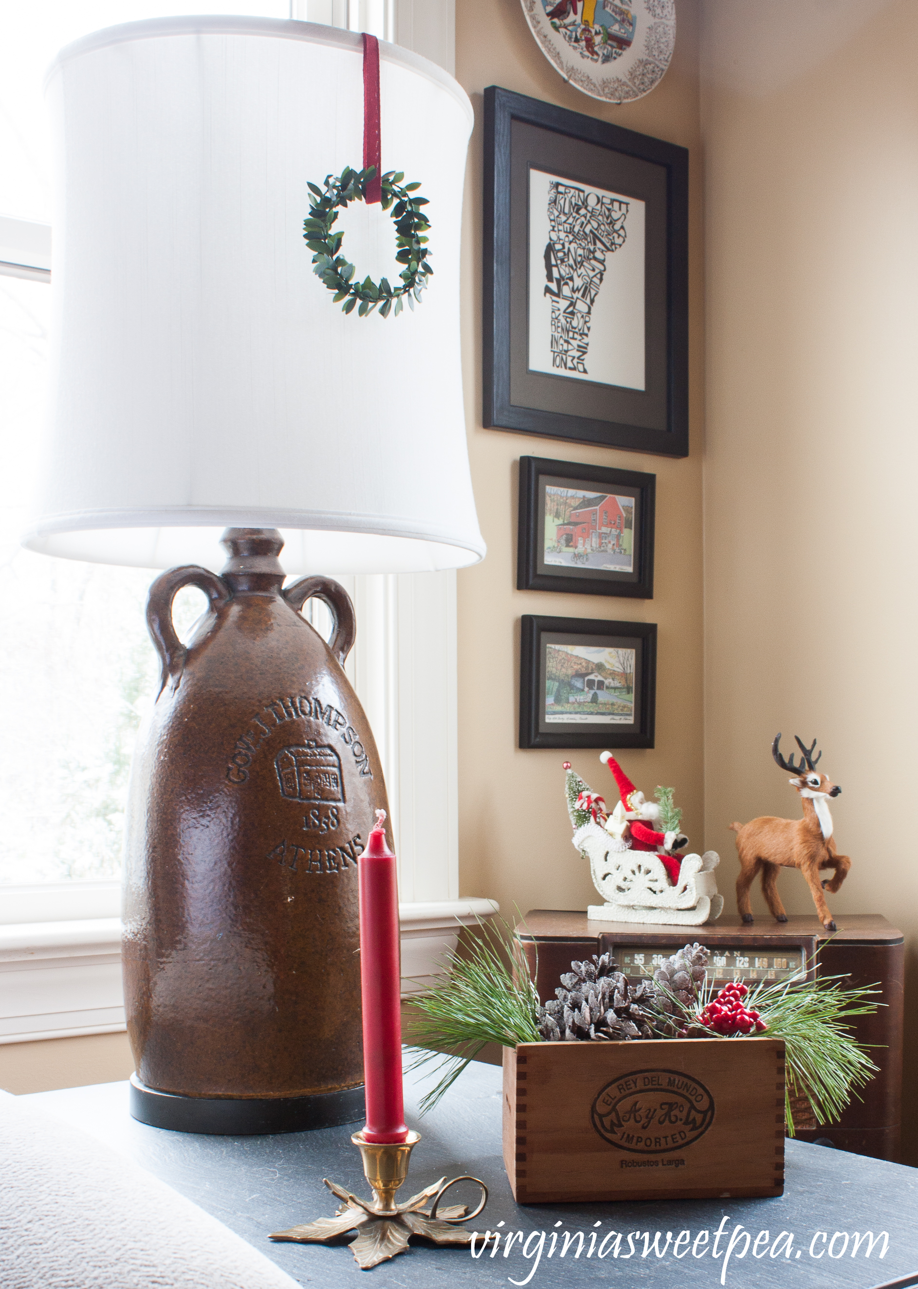 Christmas in the Family Room - A family room decorated for Christmas. #christmas #christmasdecor #christmasdecorating