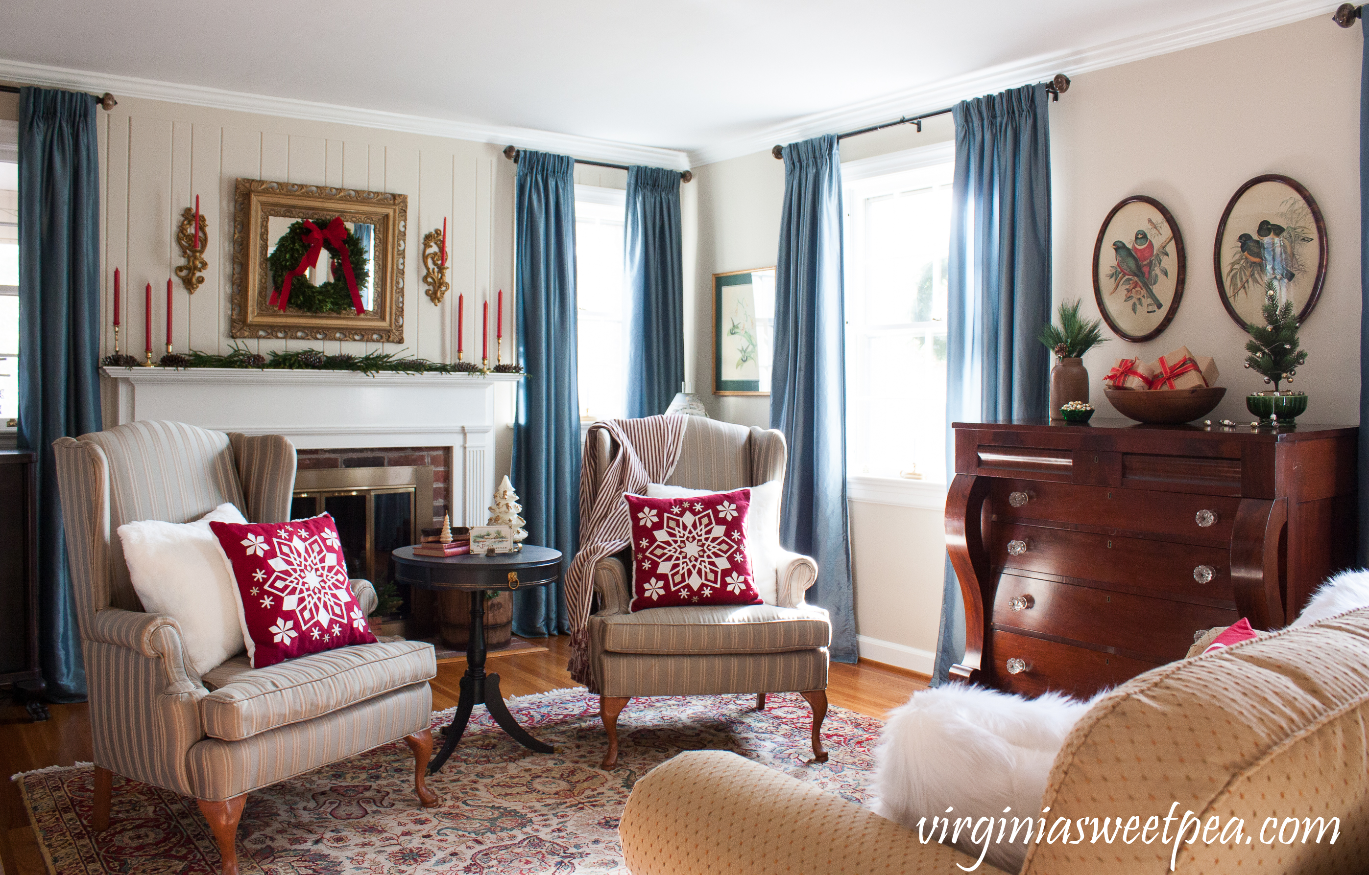 Christmas in the Formal Living Room - See how a home is decorated for Christmas using a collection antique and vintage items. #christmas #christmashomedecor #christmasdecor #christmasdecoration #vintagechristmasdecor