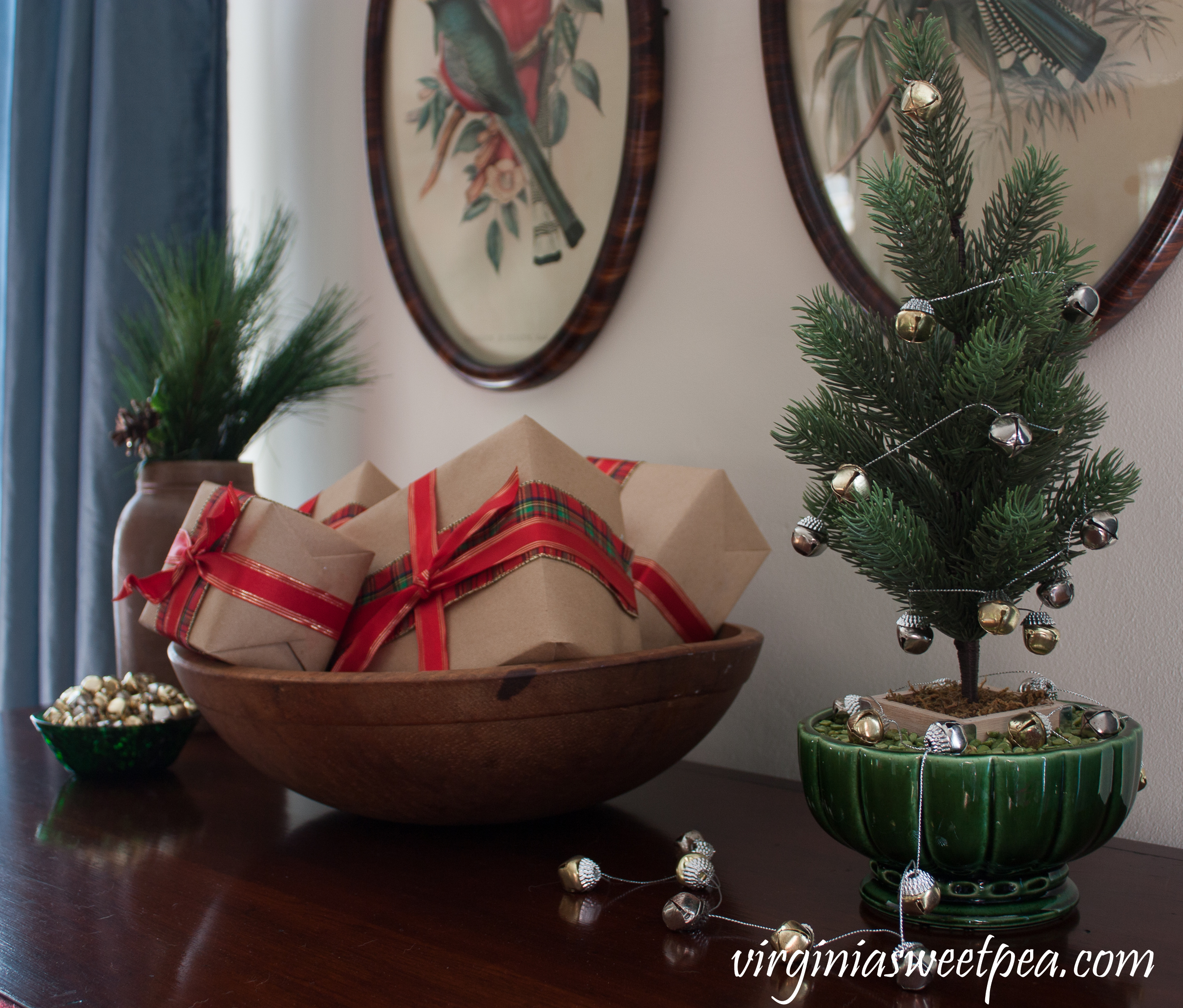 Vintage Christmas Vignette from a home that decorates for the season using mostly vintage and antiques. #christmas #christmasdecor #vintagechristmas