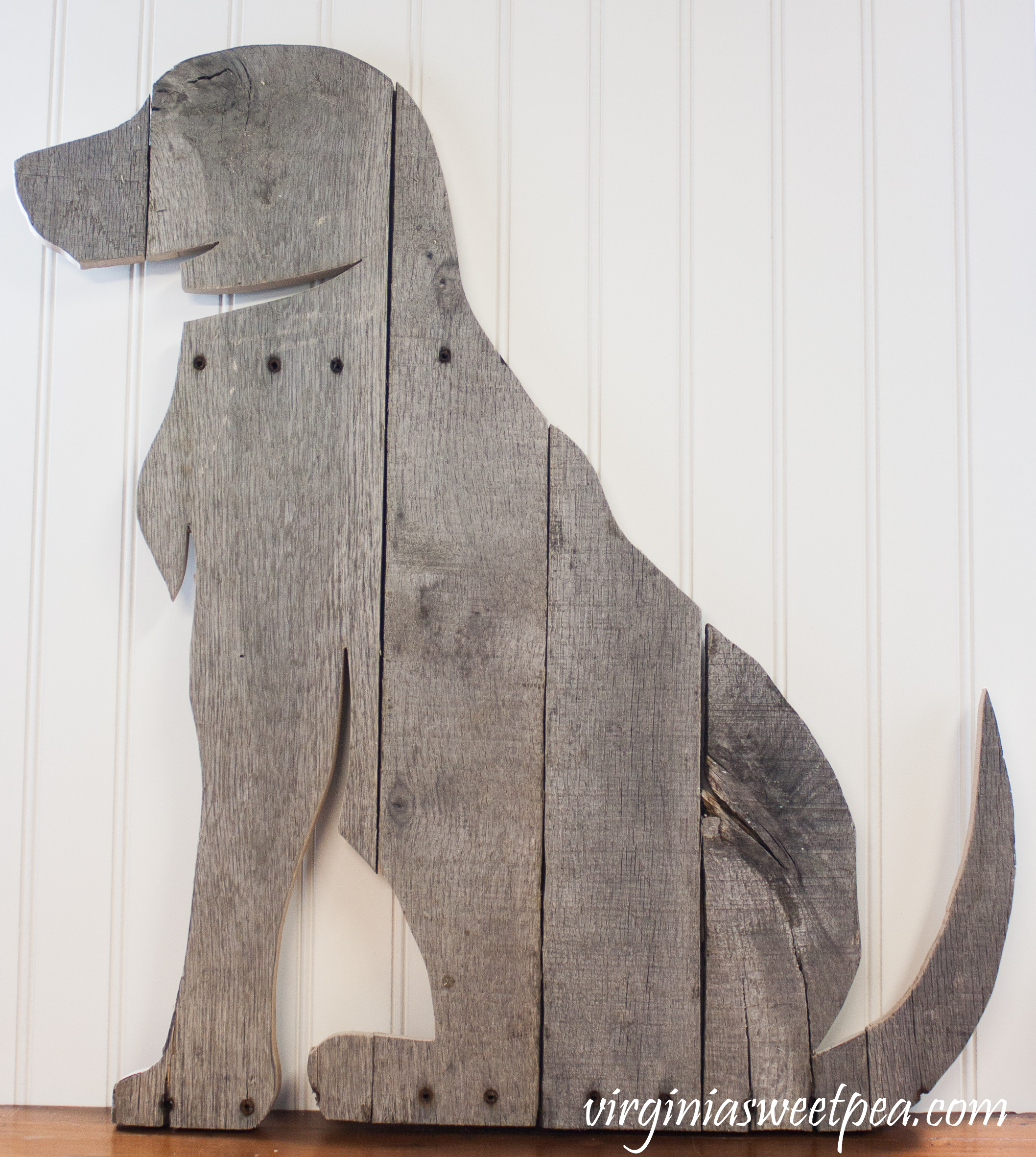 Use pallet wood to make a decorative dog to hang on a wall or display.