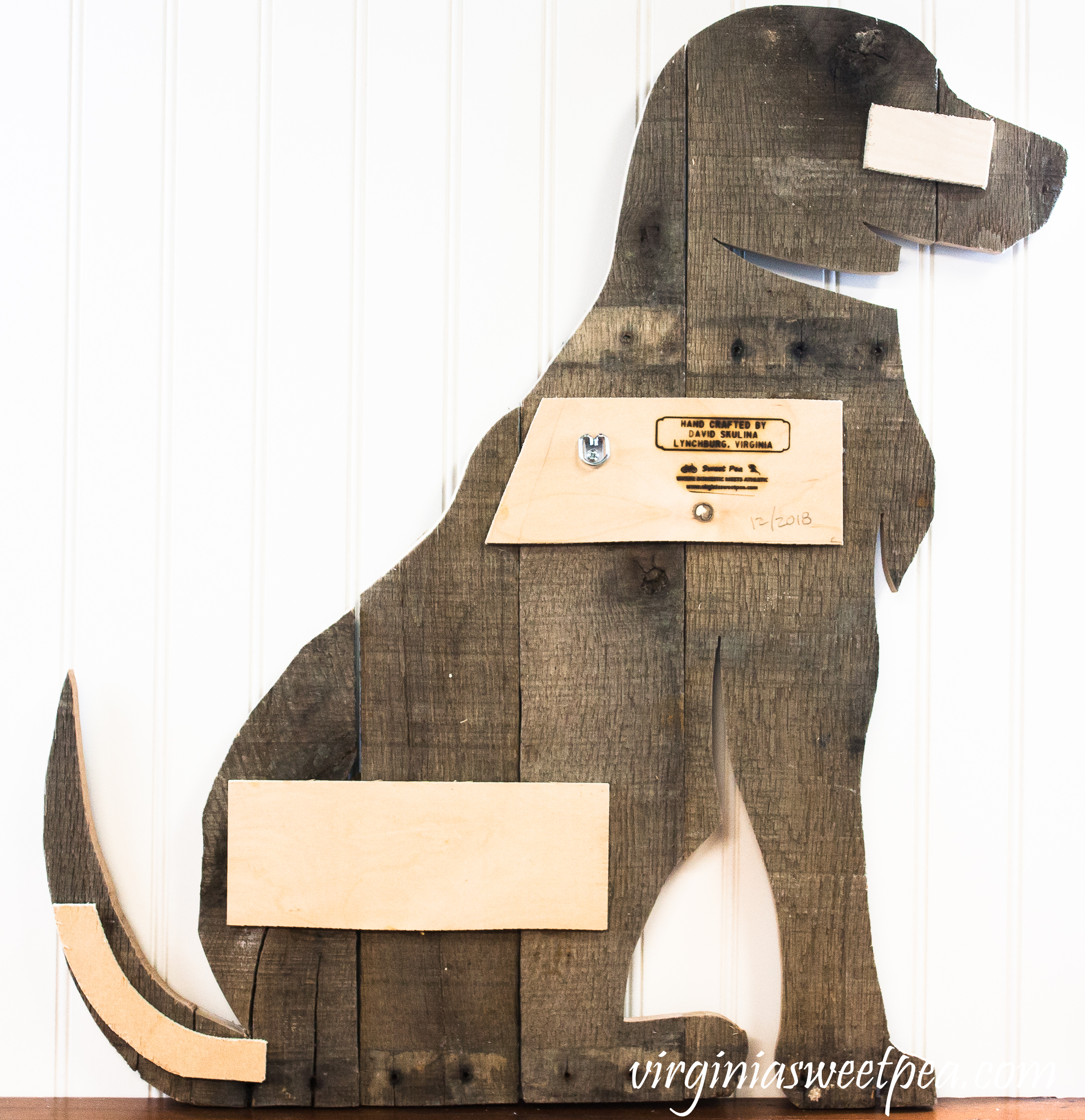 Make a dog using pallet wood.