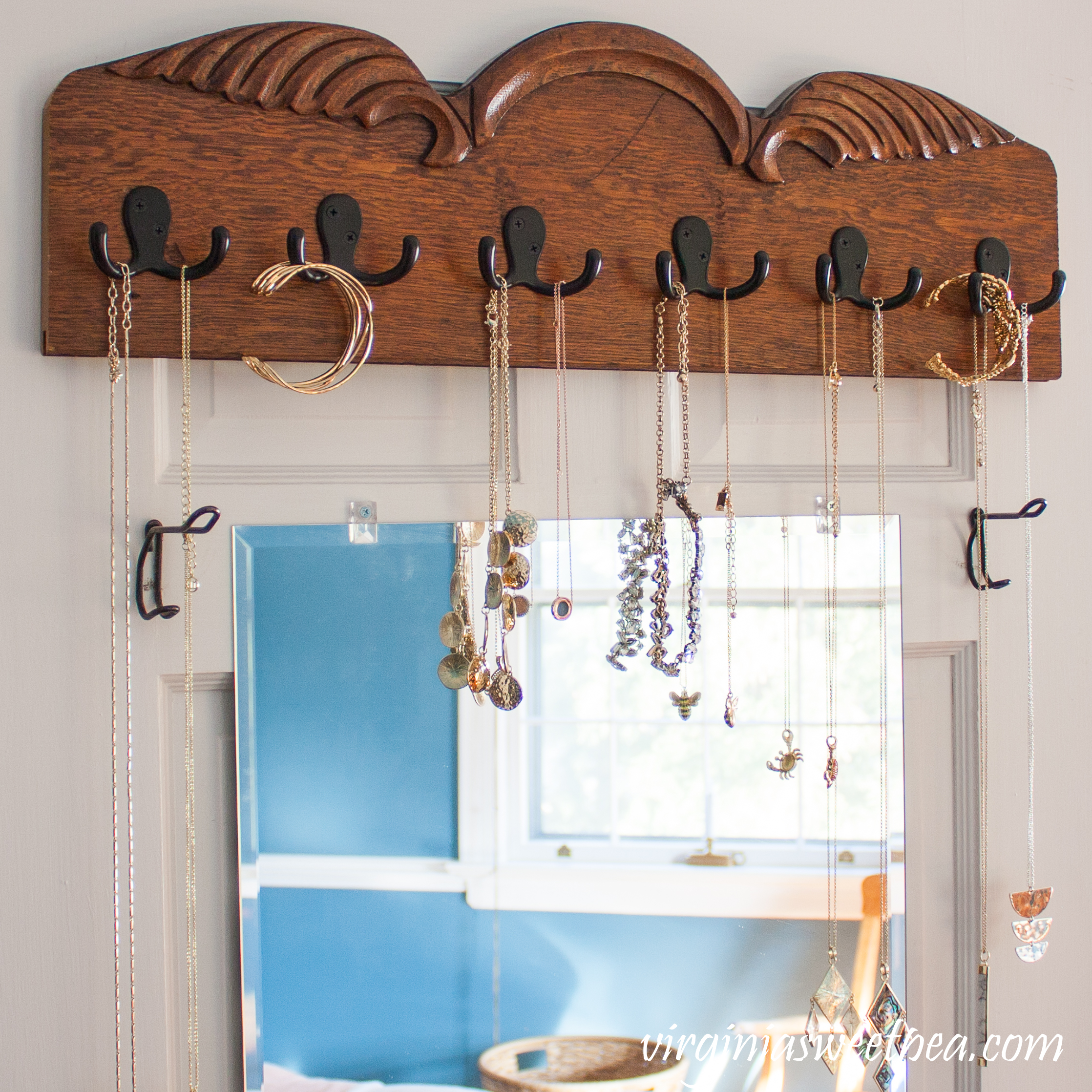 Follow this step-by-step tutorial to learn how to make a jewelry organizer using upcycled wood. #jewelryorganizer #diyjewelryorganizer #upcycledproject #woodworking