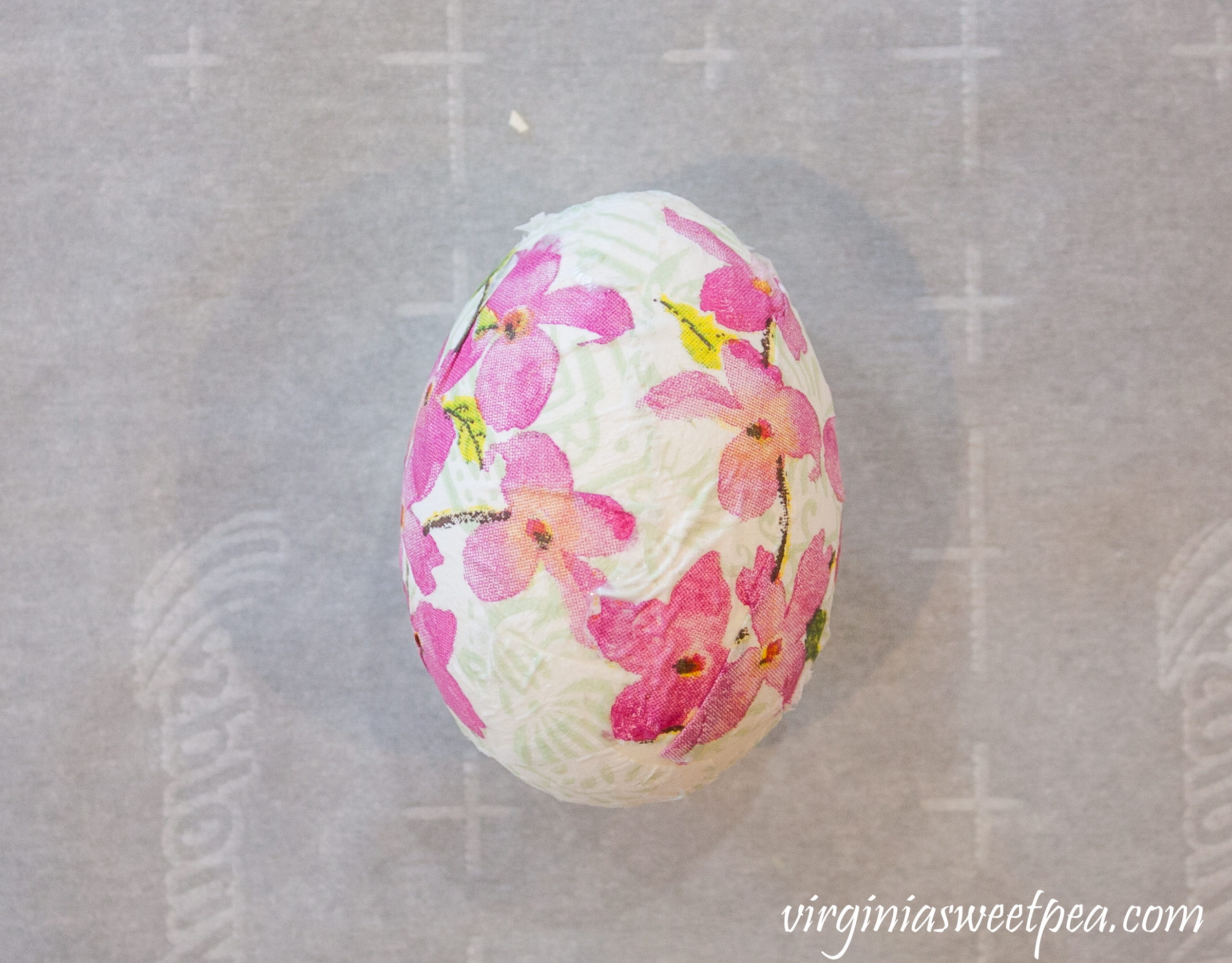 How to decoupage eggs with napkins for Easter
