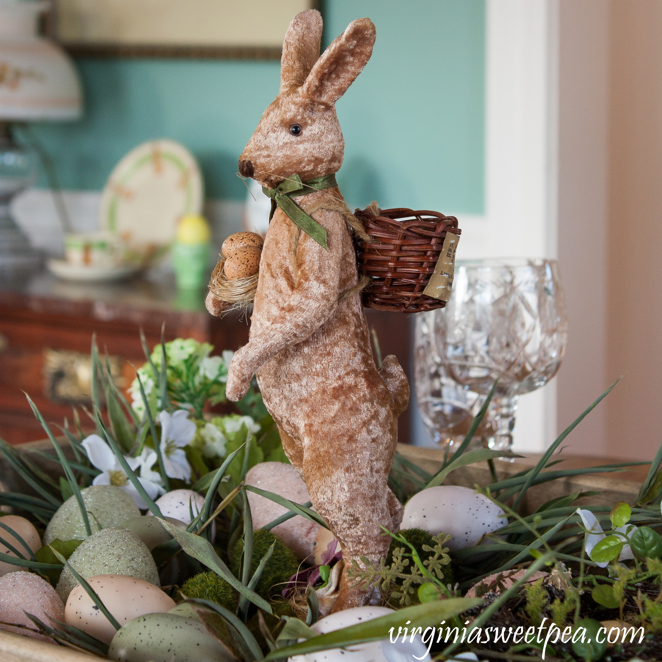 Farmhouse Style Easter Centerpiece - Learn how to make this centerpiece and get ideas for your Easter table. #easter #eastercenterpiece #rabbit #easterbunny #farmhouse #farmhousecenterpiece #eastertable