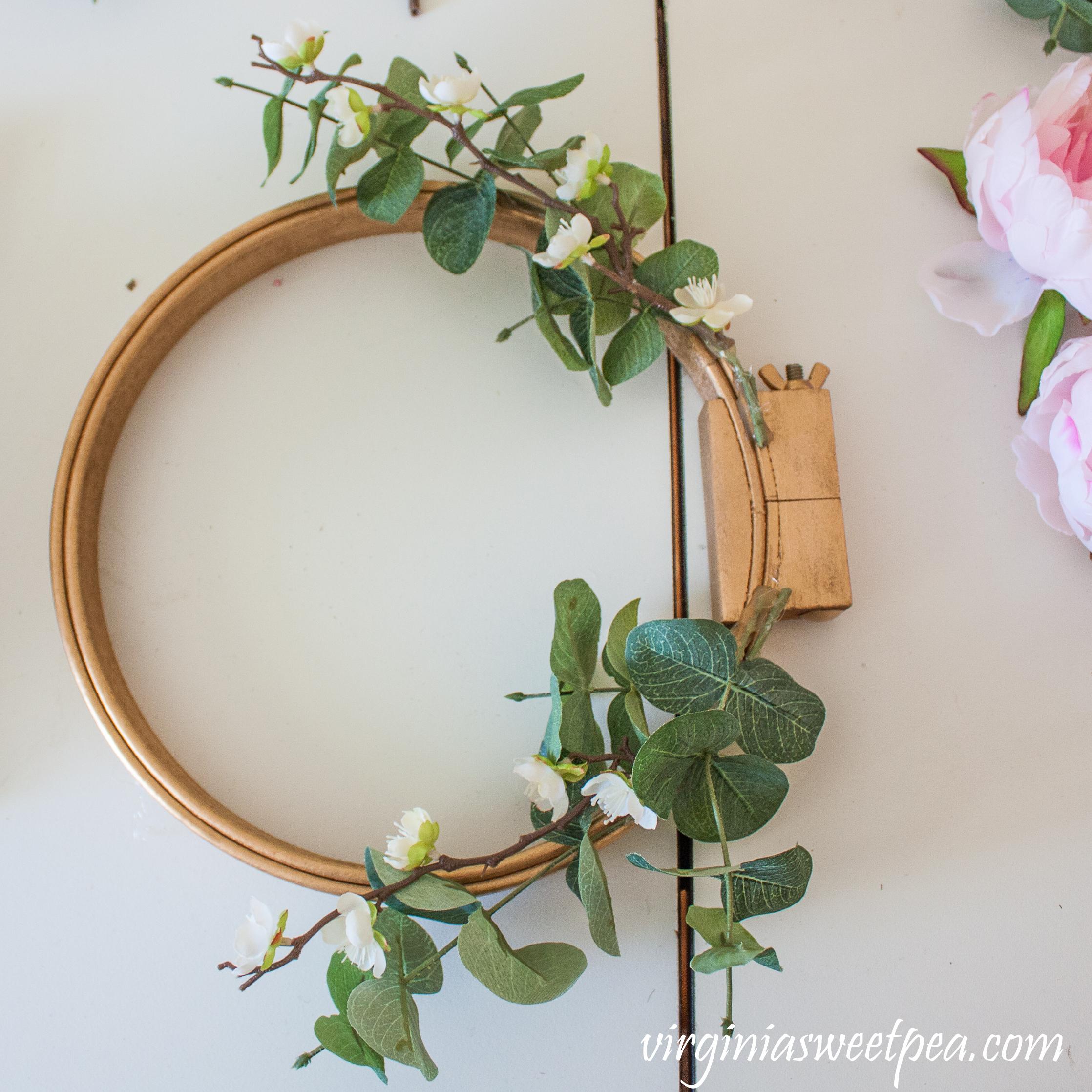 DIY embroidery hoop wreath tutorial