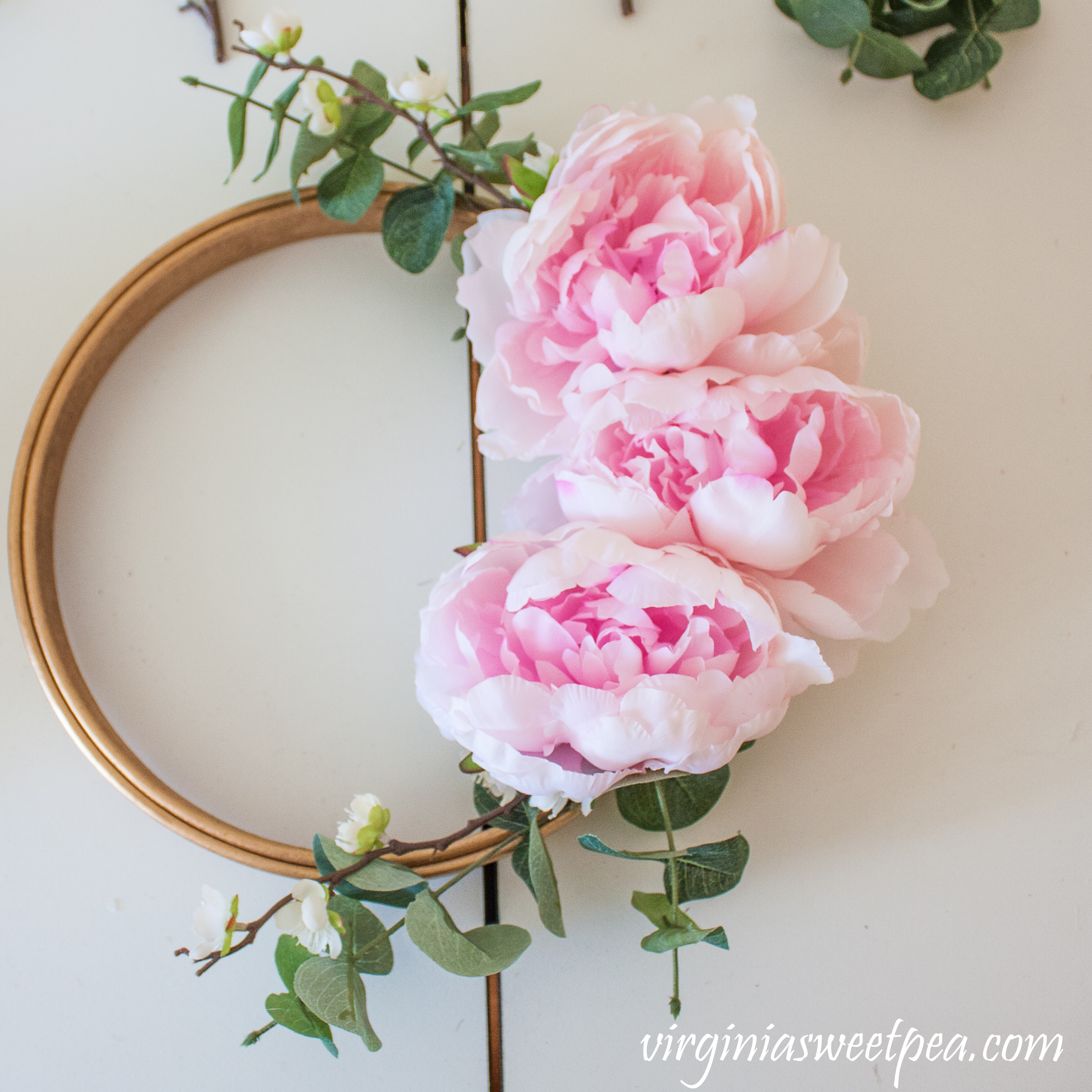 Step-by-step tutorial to make a spring embroidery hoop wreath