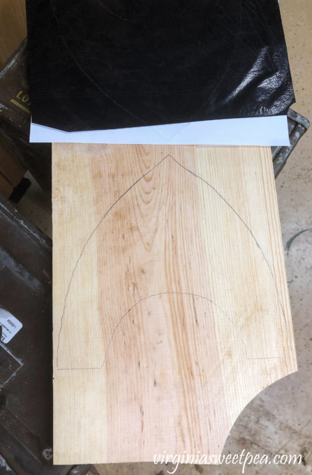 Step-by-step tutorial to make a wood plate stand.