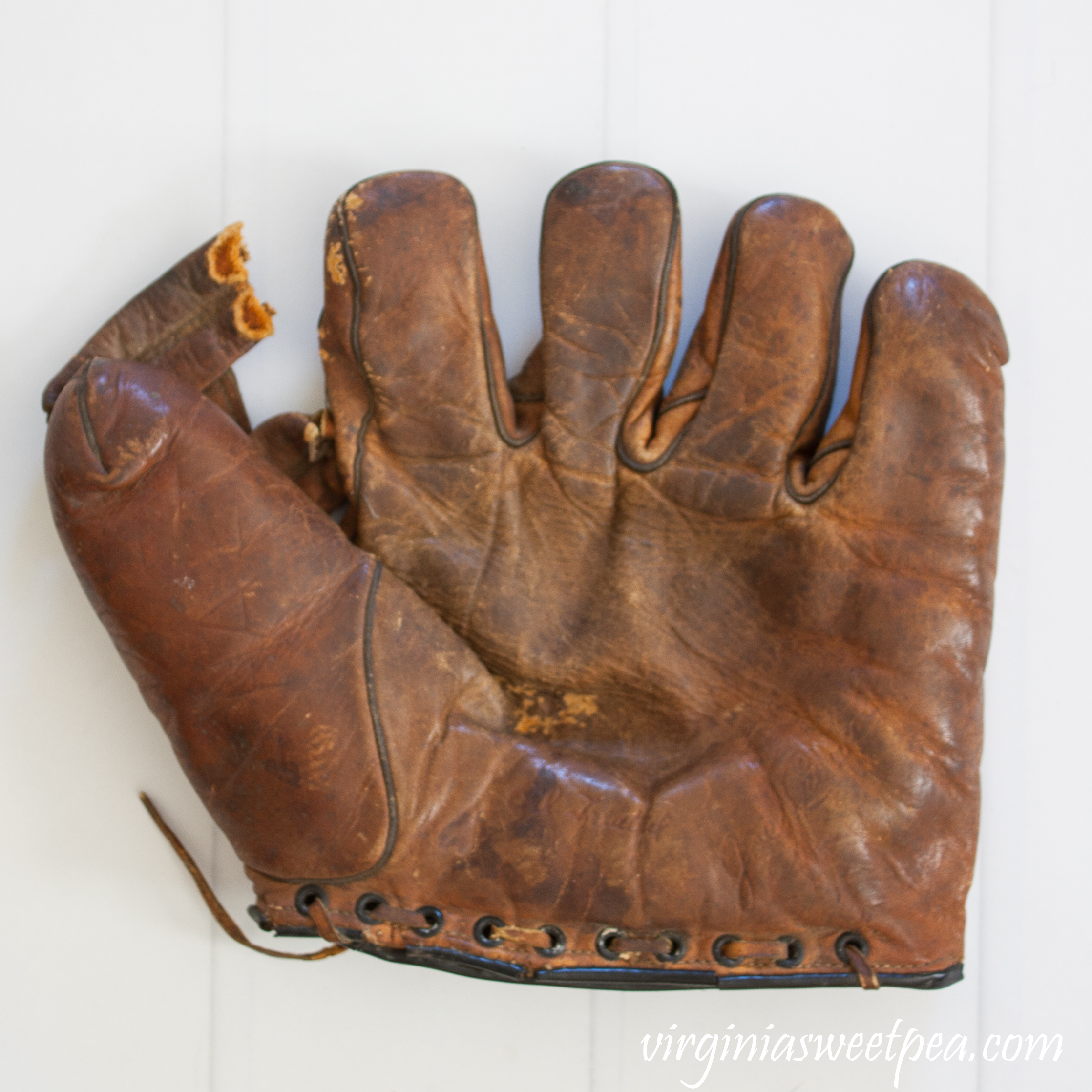 D&M Joe Cronin Baseball Glove