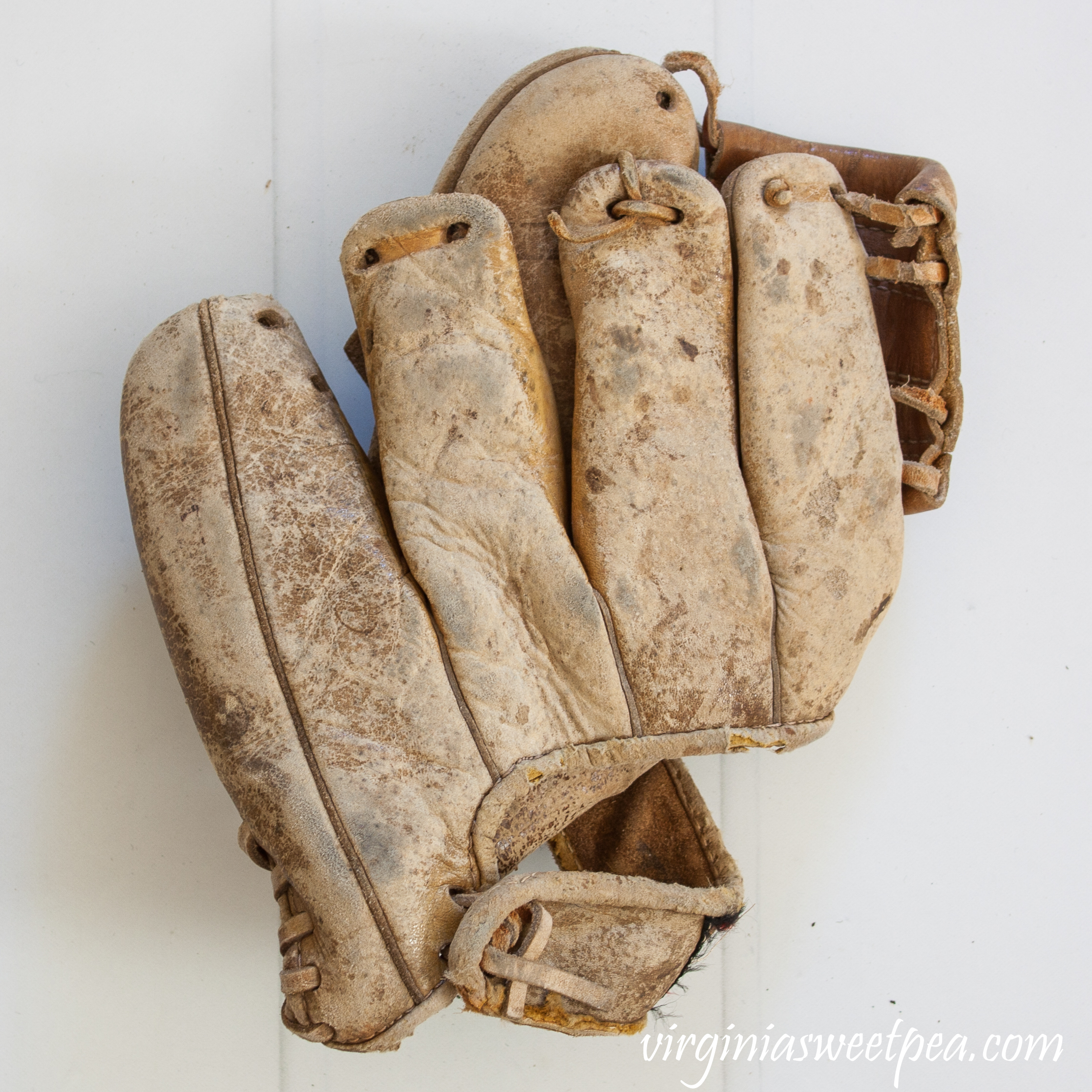 Vintage 1960-1970 Sears Model 1616 Leather Baseball Glove