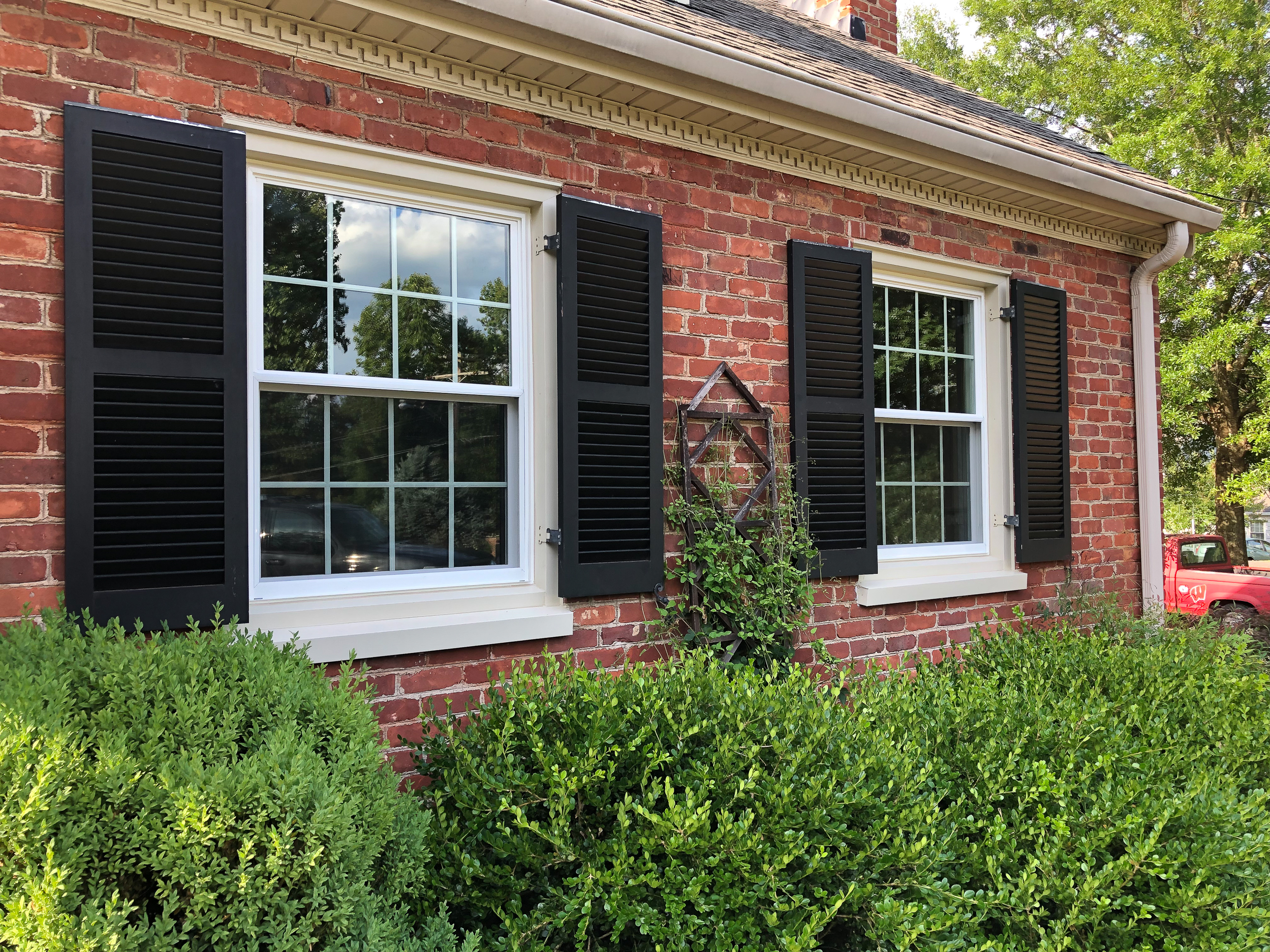 A home in Lynchburg, VA with replacement windows by Hometown Windows.