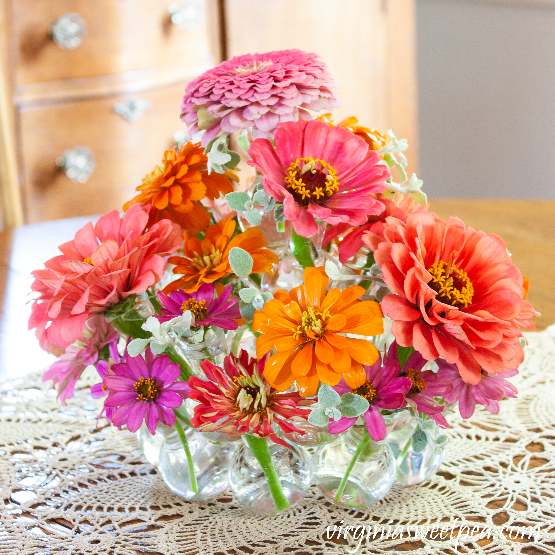 Step by step directions to make an easy summer centerpiece.