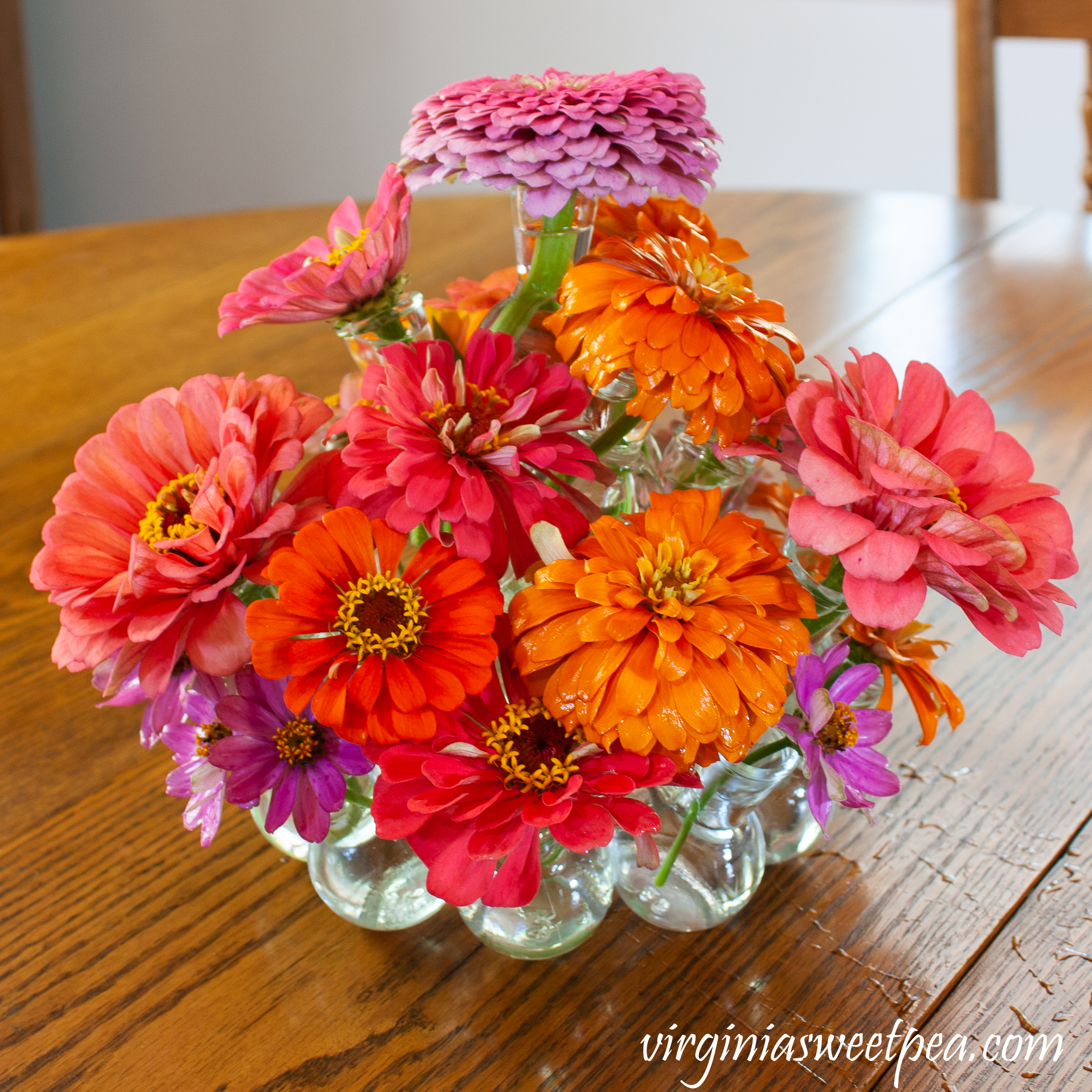 Step-by-step instructions to make an easy summer centerpiece.