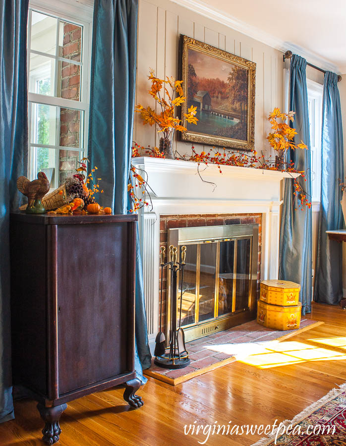 Decorating for Thanksgiving with Vintage - A living room is decorated for Thanksgiving with mostly vintage decor.