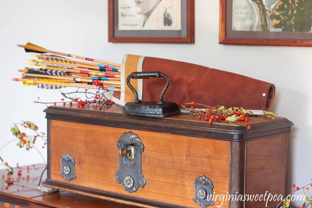 A 1960's stereo is decorated for Thanksgiving with a vintage quiver and arrows.