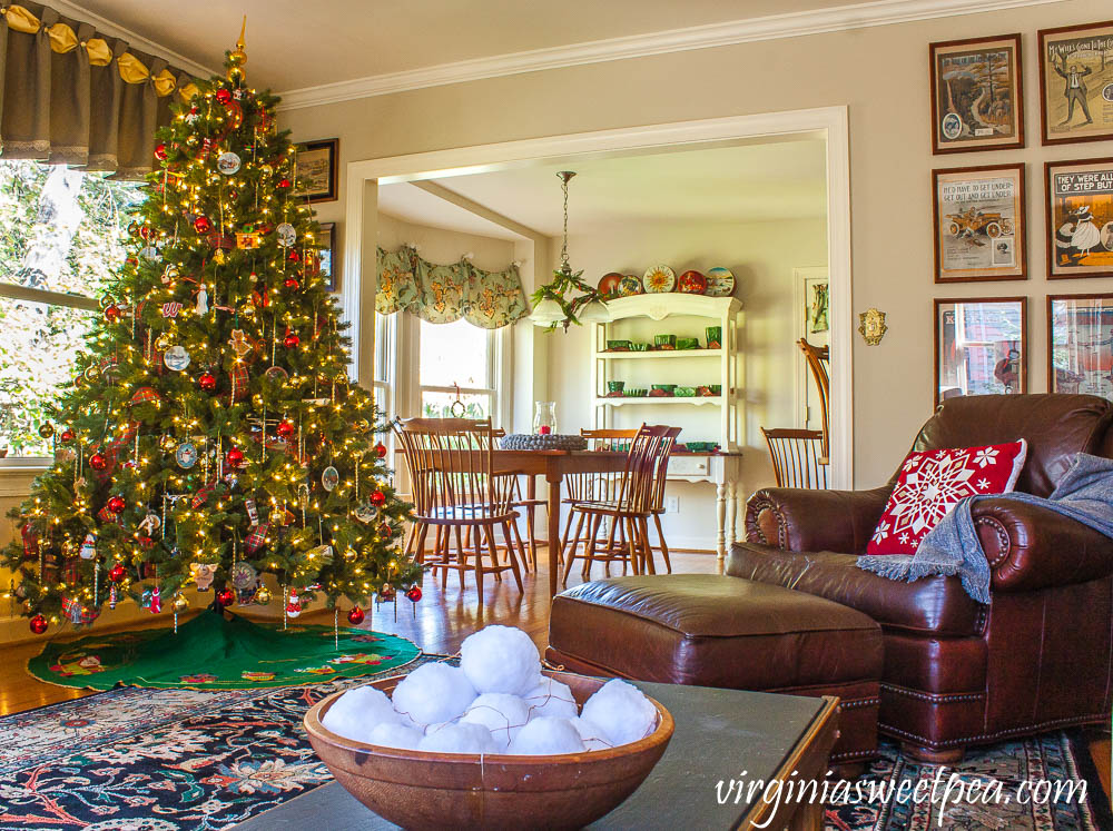 Family Room Decorated for Christmas with Vintage