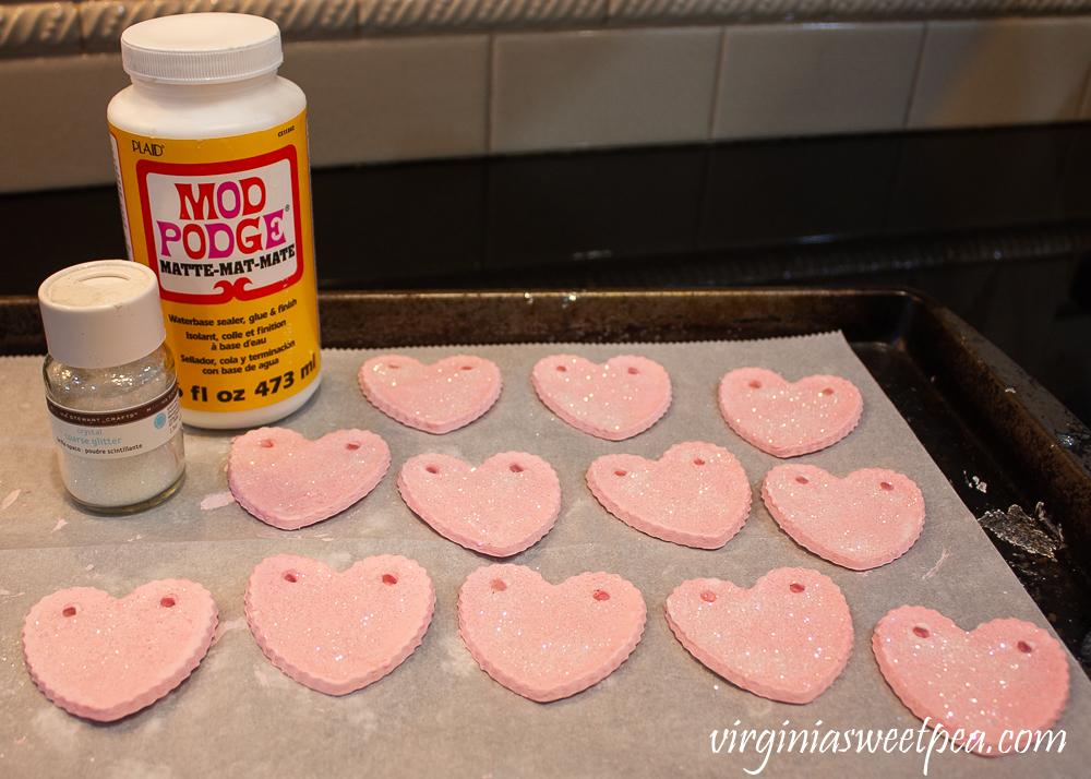 Tutorial to Make a DIY Valentine's Day Heart Garland