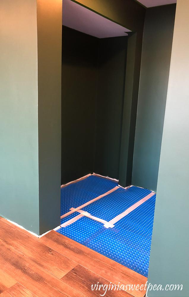 Installing Mohawk Crest Loft flooring in Prairie Oak with DMX 1-Step underlayment