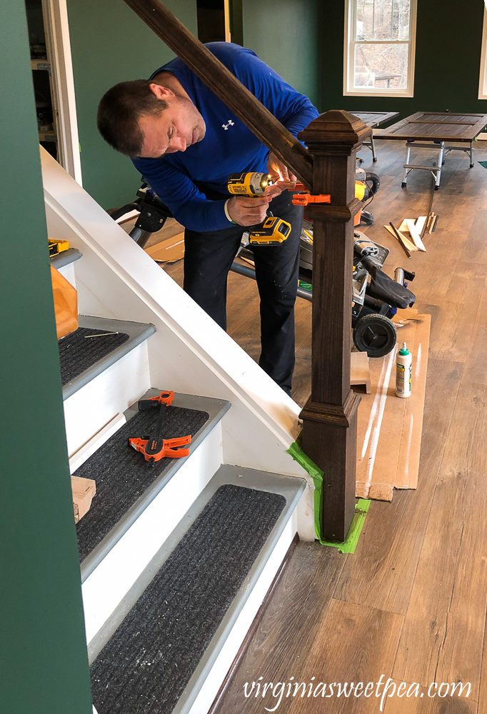 Attaching a banister to a newel post