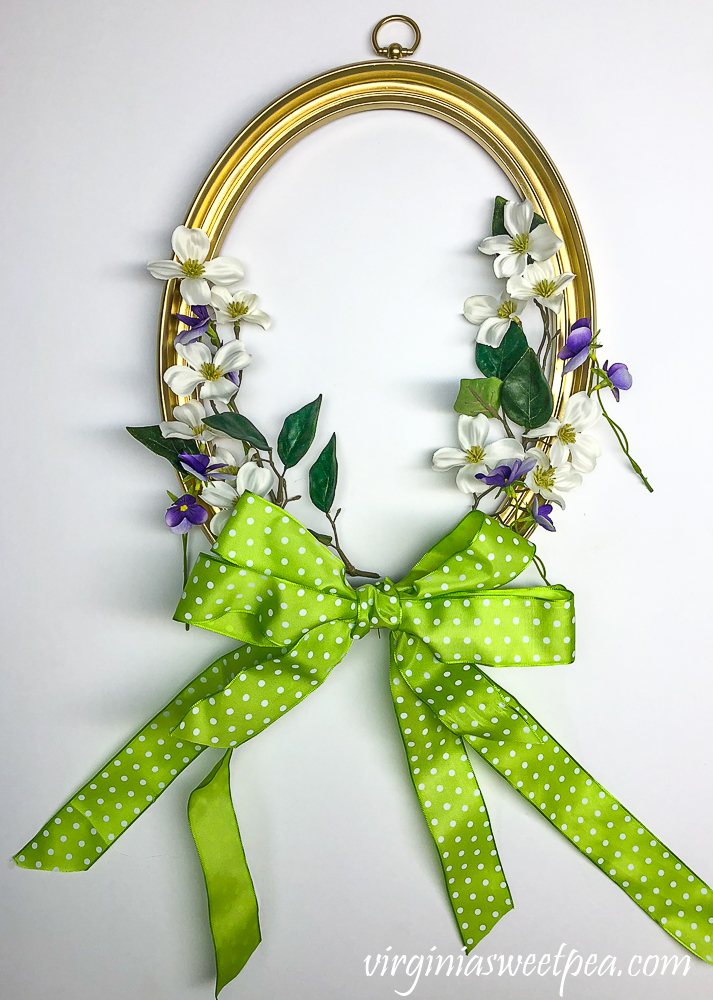 Wreath made with an oval picture frame