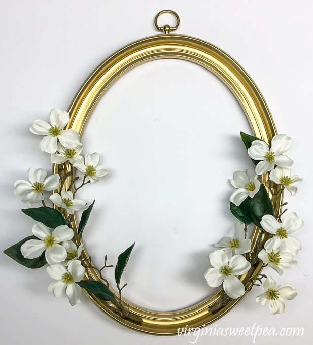 Making a wreath with an oval picture frame