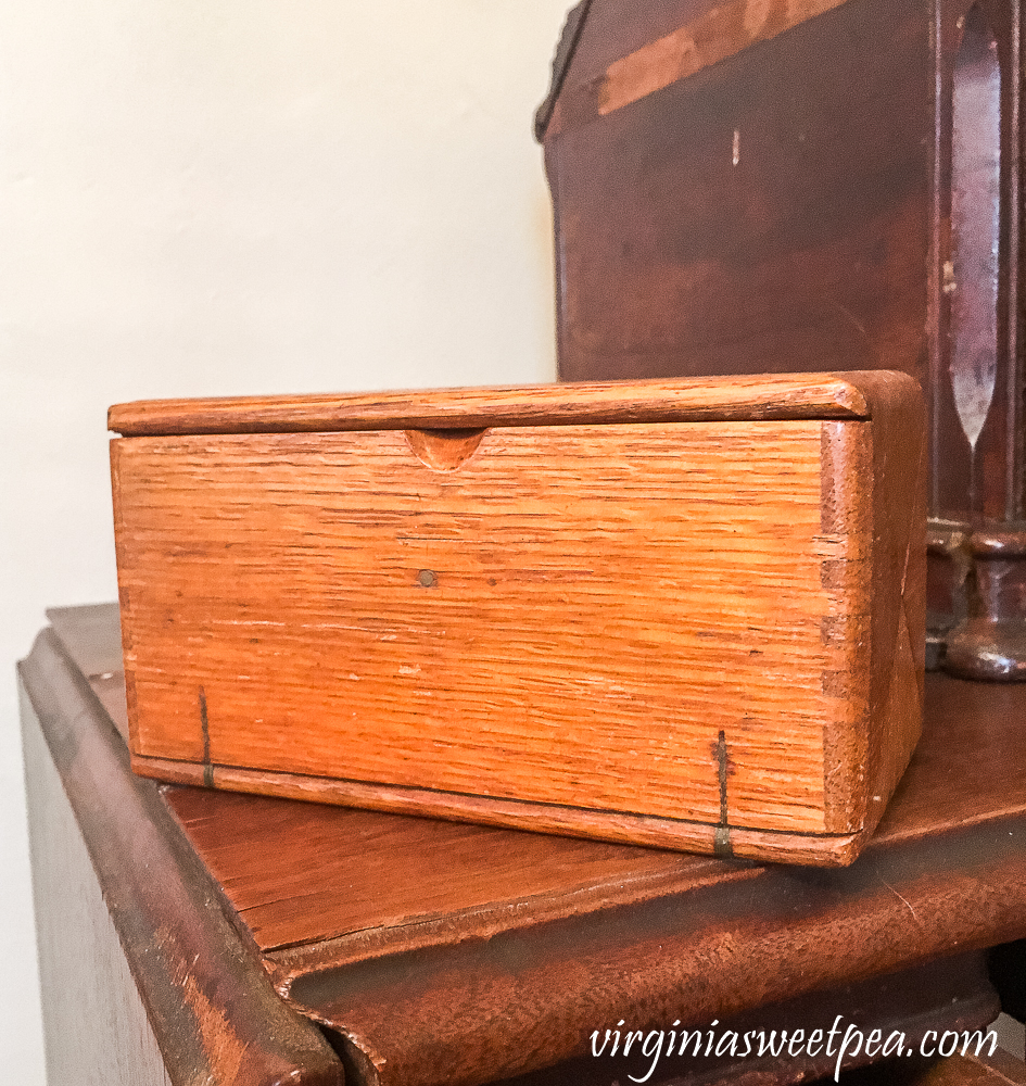 Vintage sewing machine attachment box that folds flat