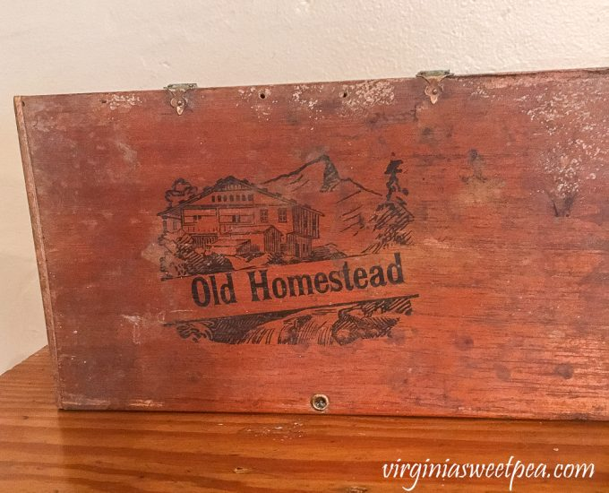 Old Homestead Vintage Cigar Box
