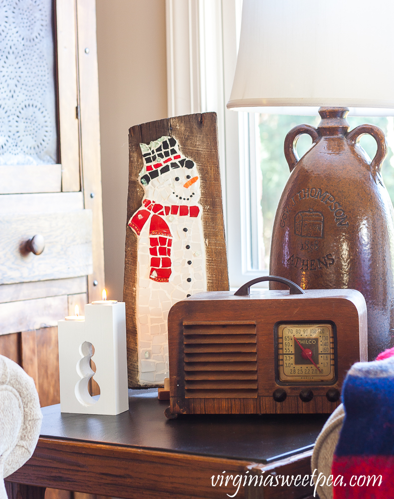 Vintage Philco radio with two snowmen