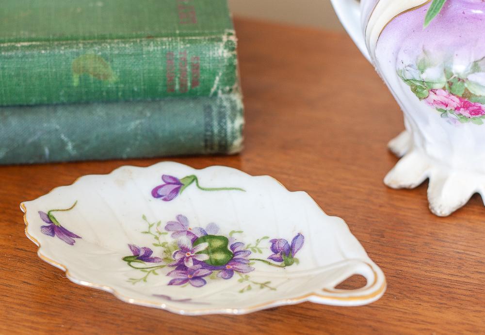 Vintage Rossetti SPRING VIOLETS Occupied Japan Leaf Dish 1945-1953