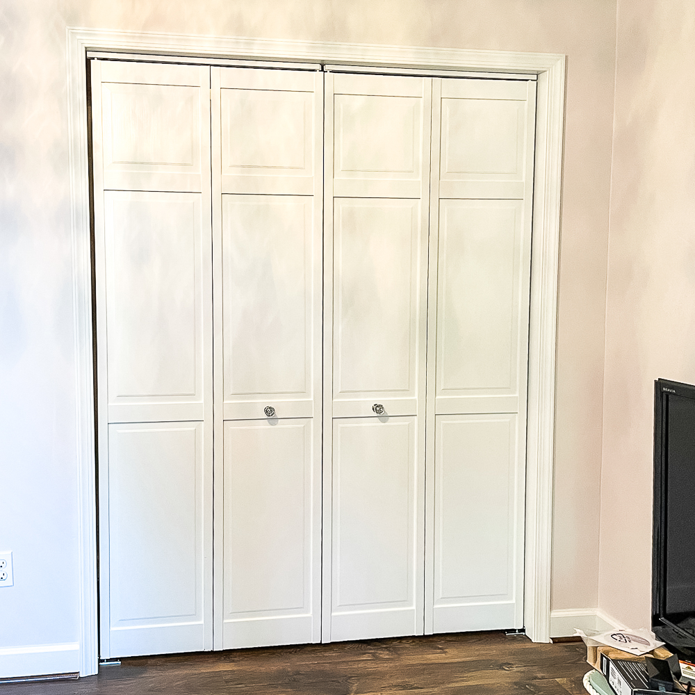 Bifold closet doors painted white with glass look knobs