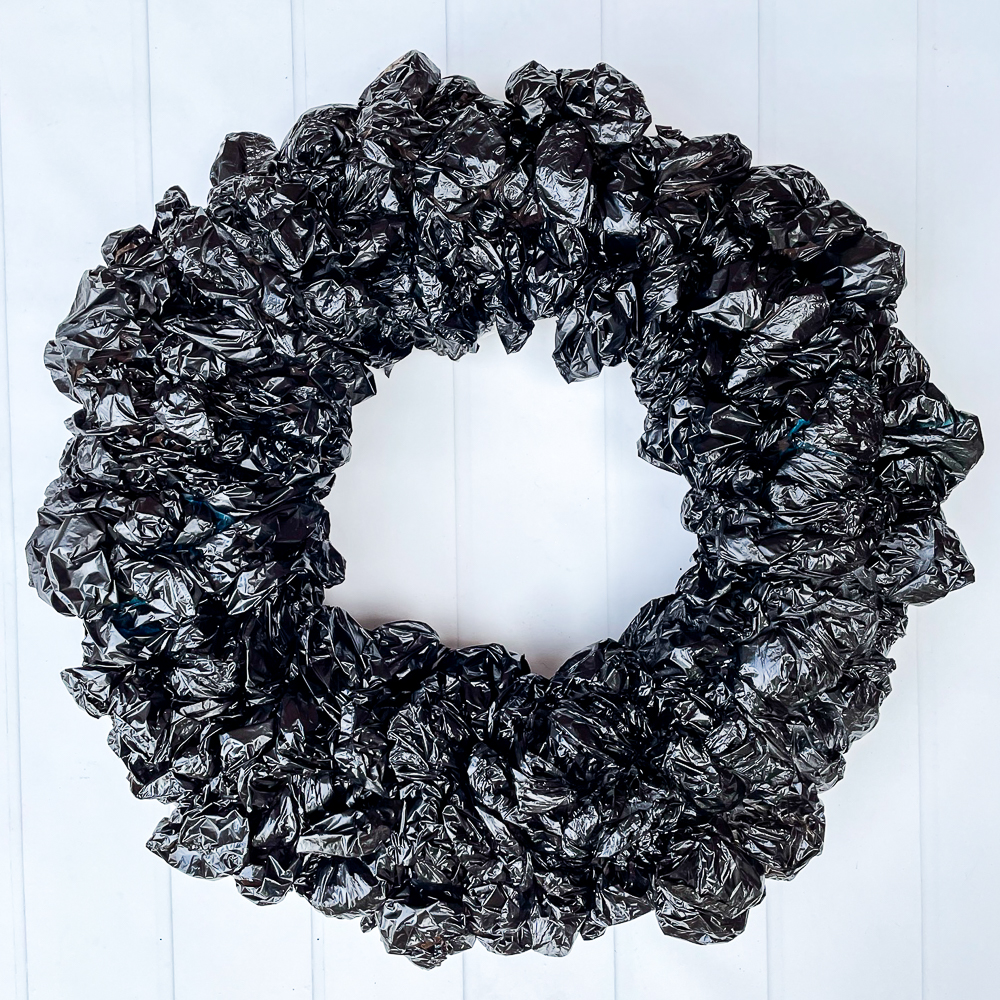 Step-by-step tutorial to make an upcycled plastic bag Halloween wreath